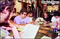 Na coletiva, a divulgação do nome homenageado: o poeta J. G. de Araújo Jorge